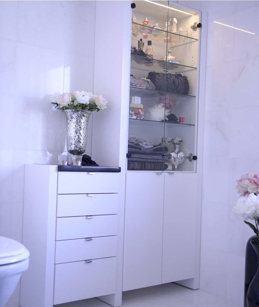 Badrum högskåp med ben ~ xellen.com